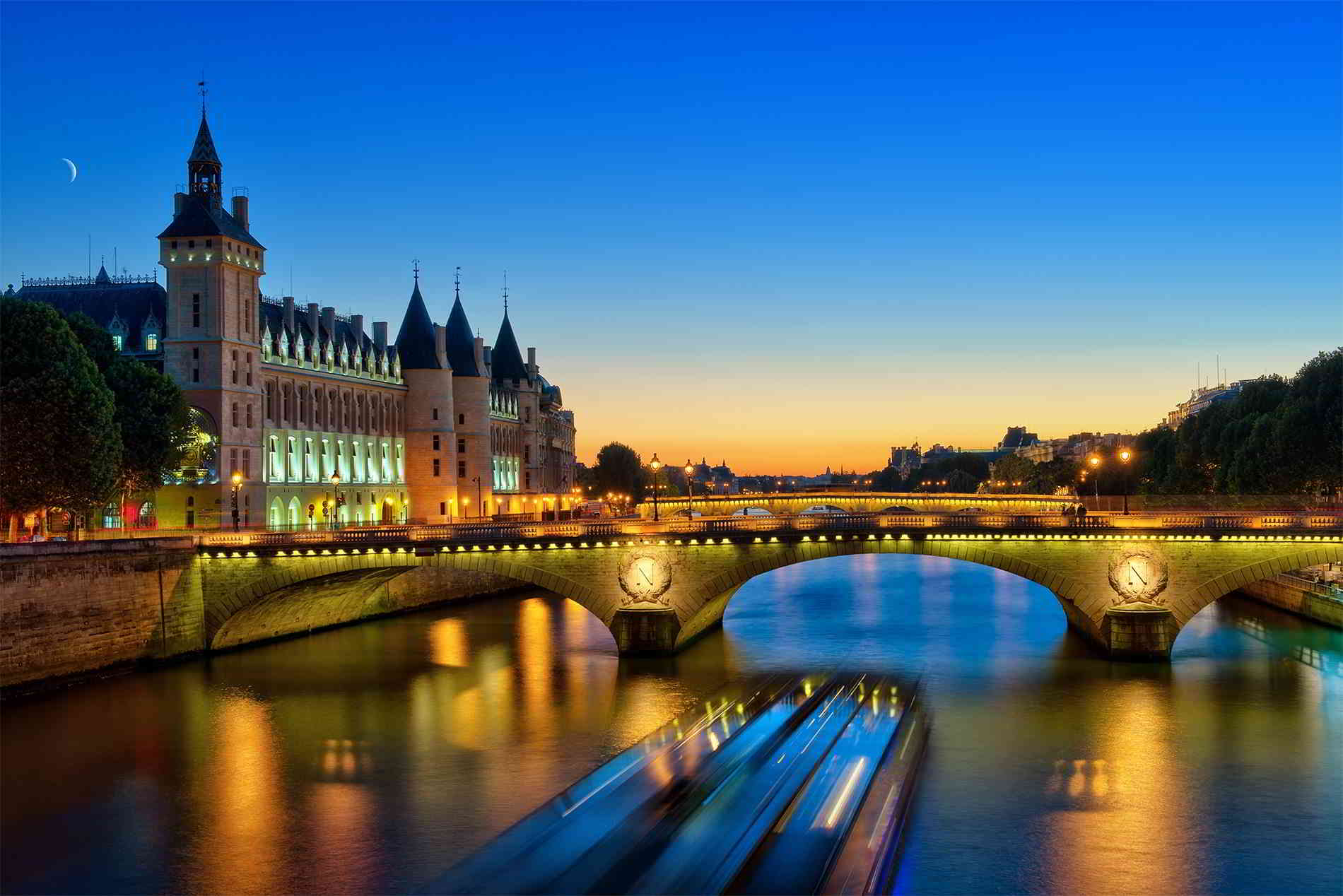 5 Reasons to Take a High-End France Boat Tour