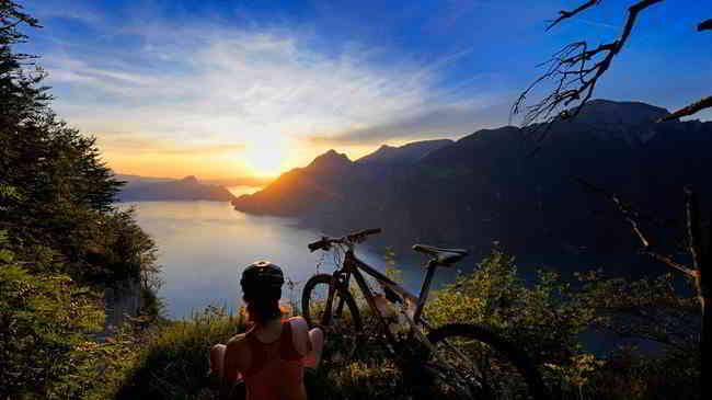 lake lucerne bike sunset