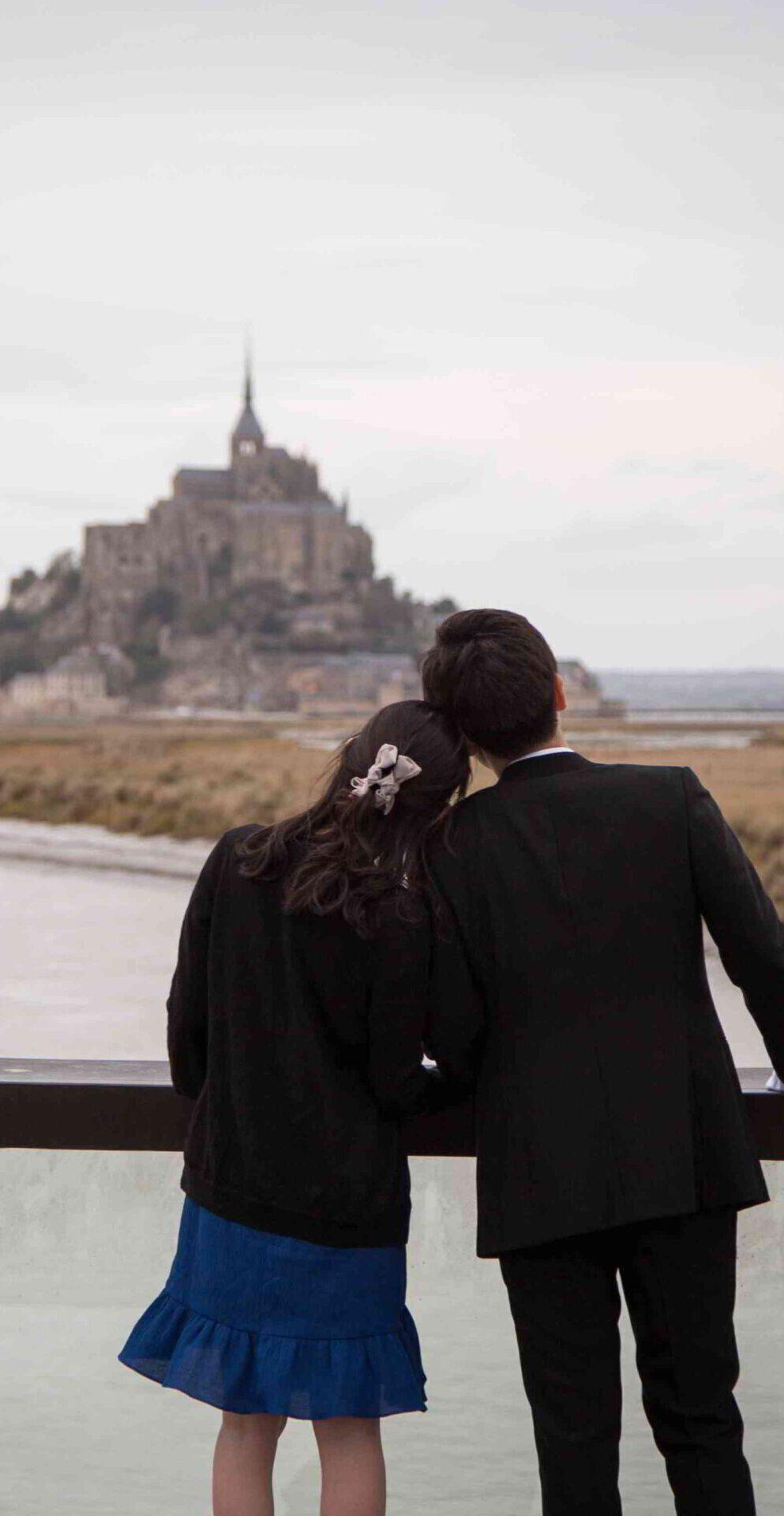 couple hugging mont saint michel