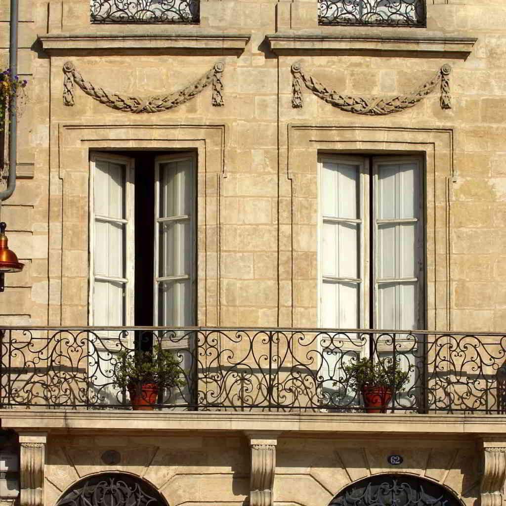 Bordeaux typical architecture