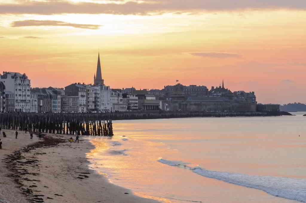 Sunset in Saint Malo crtb-ac7110_PIRIOU-Jacqueline