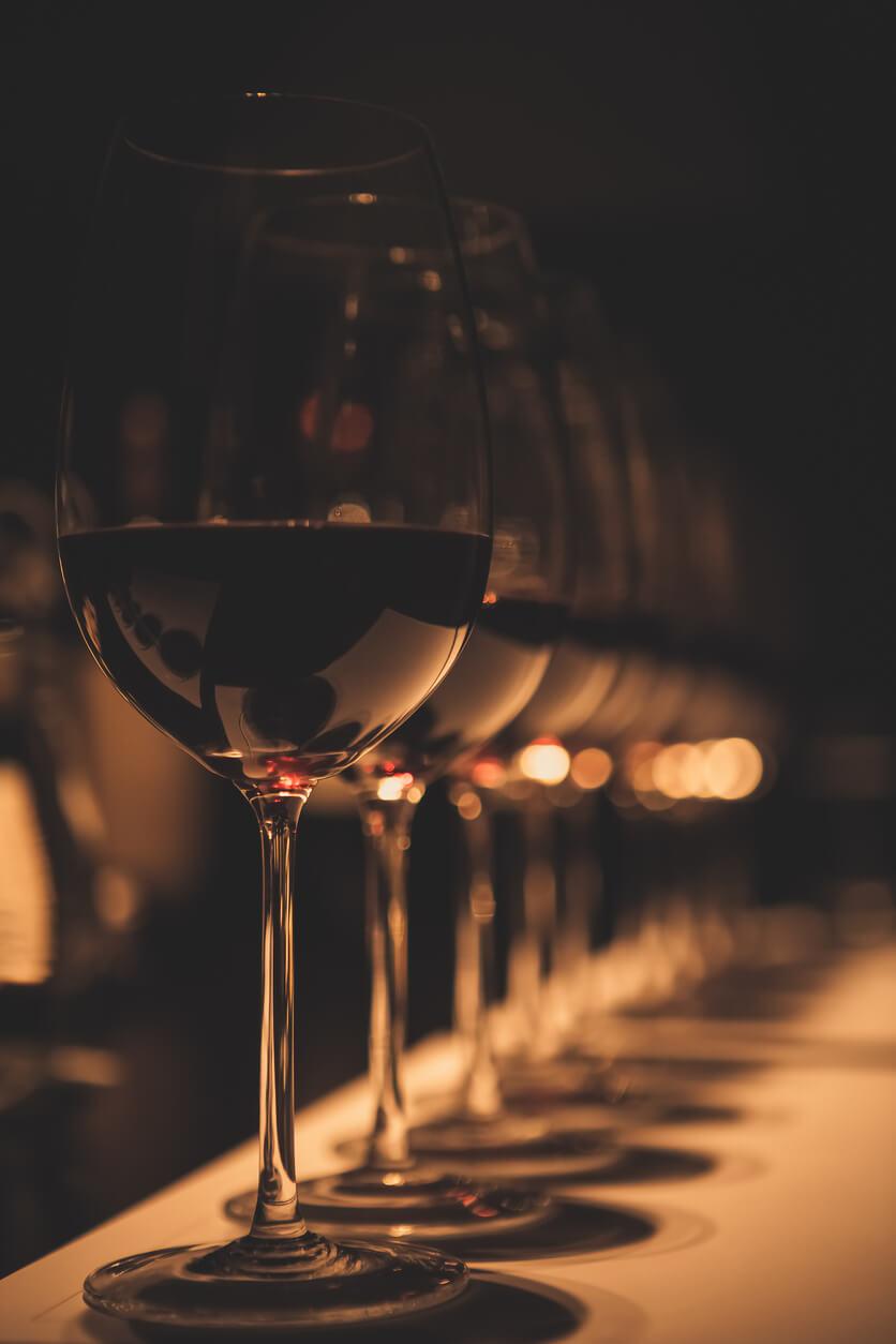 vin rouge verre cave