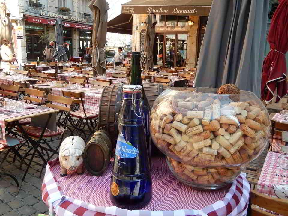 "A traditional ""Bouchon Lyonnais"""