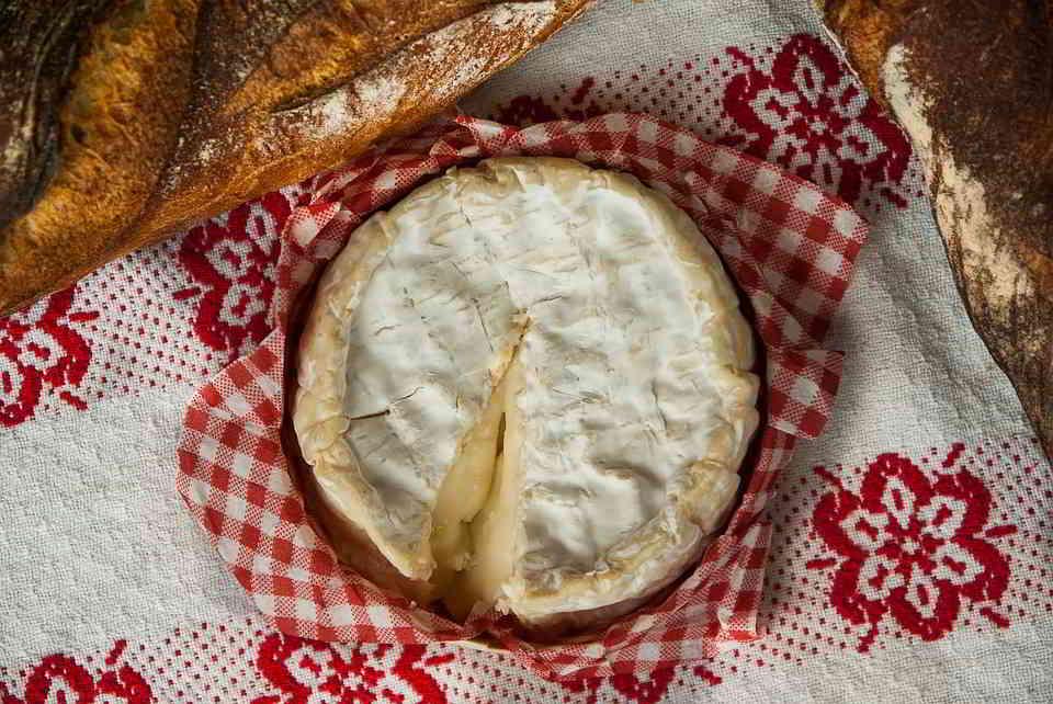 Tasting the Camembert de Normandie