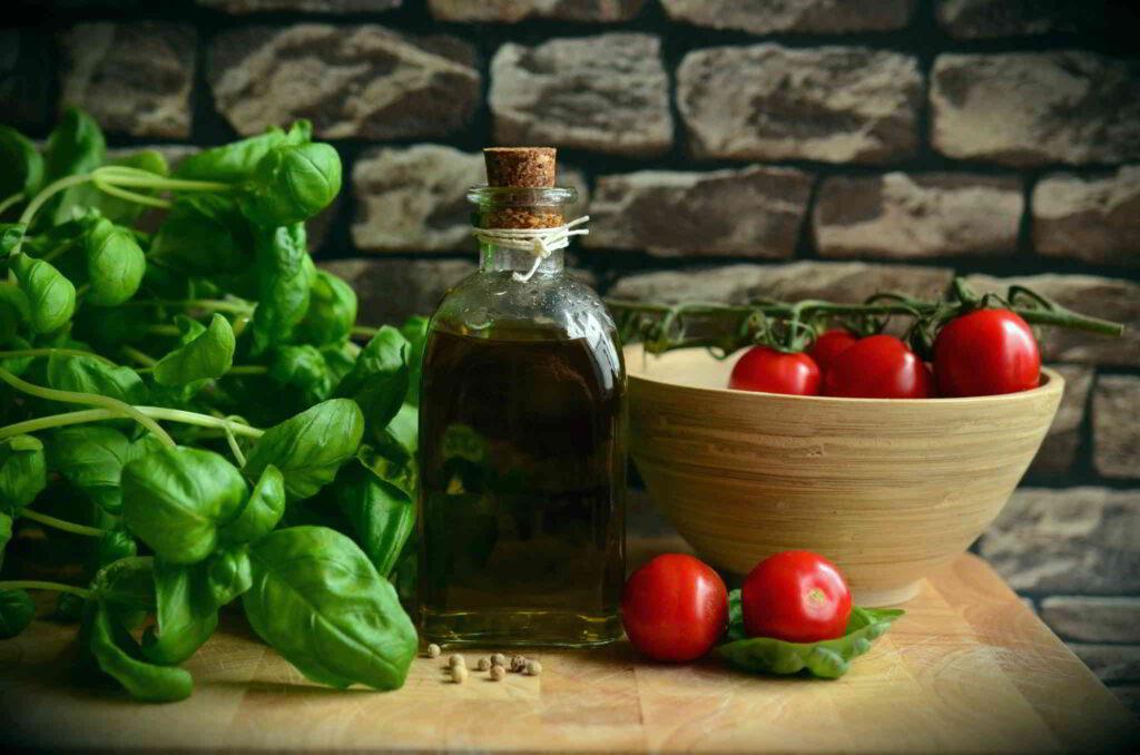 Provençal products olive oil tomato basilic
