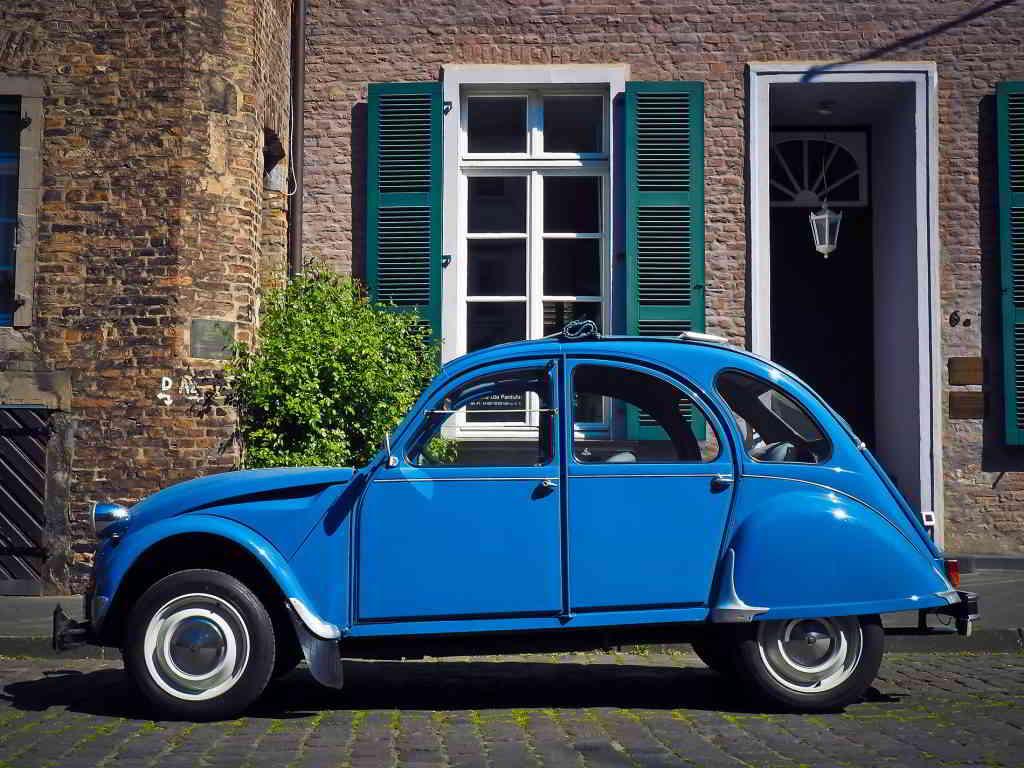 Nice & Côte d'Azur 2cv blue car vintage