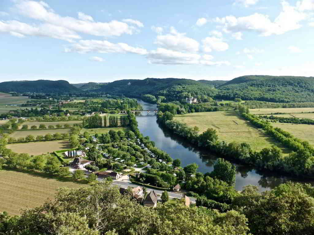 river_dordogne_tranquil_countryside_scenery_environment_green_landscape