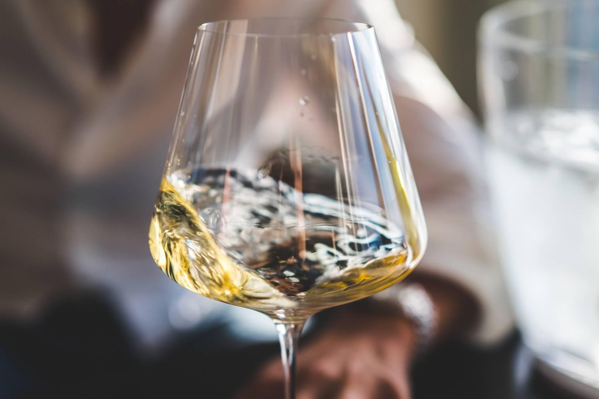 white-wine-glass-tasting-terroirs-aoc